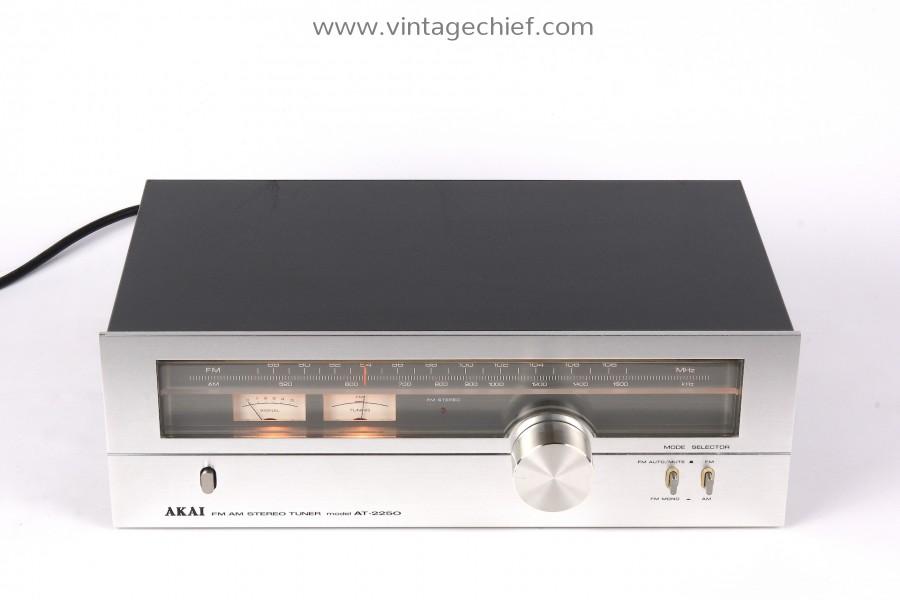 Akai AT-2250 FM / AM Tuner